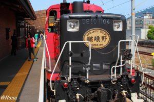 保津峡を走るトロッコ列車 嵯峨嵐山~亀岡
